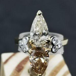 Bague Toi et Moi en or gris et diamants poires